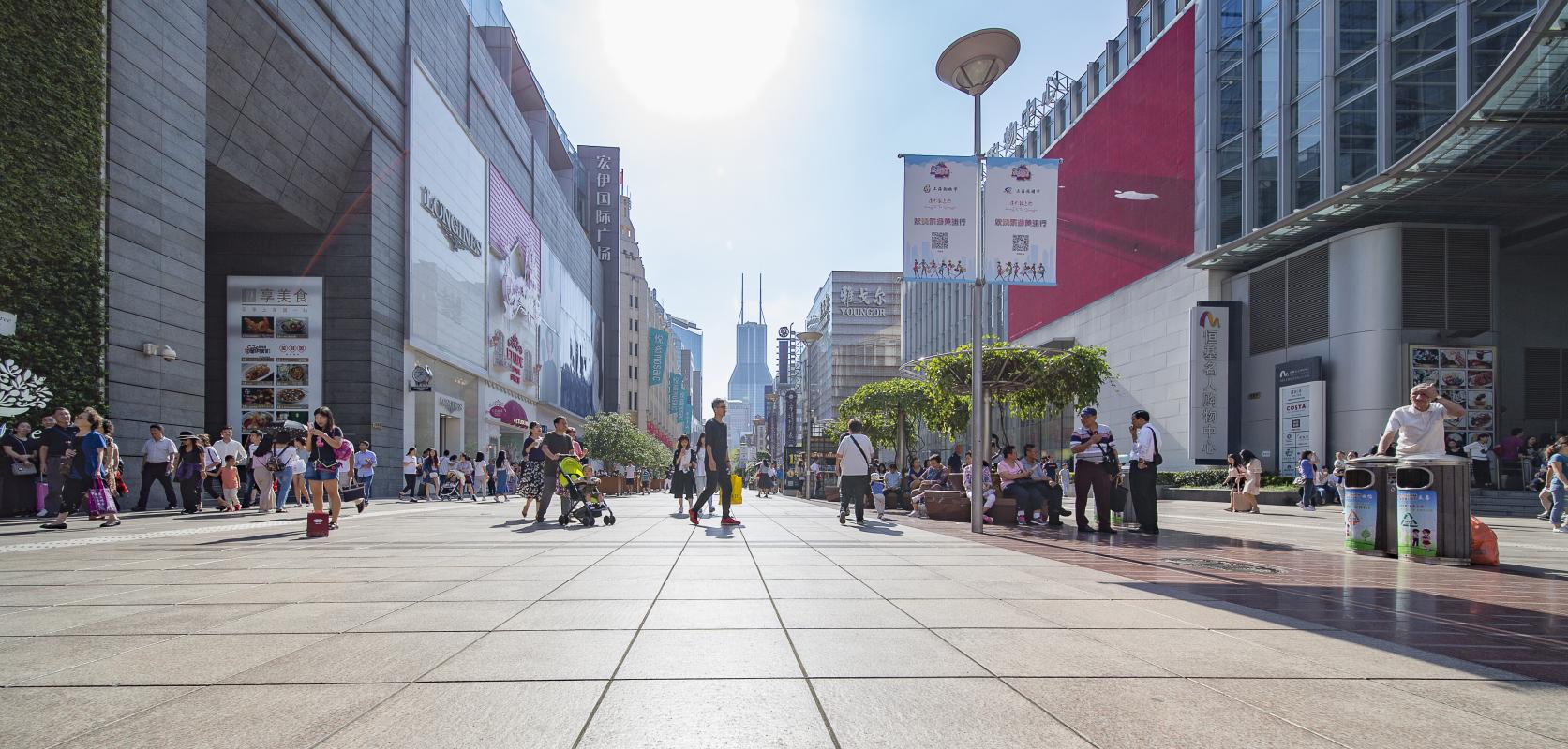 摄图网_500703418_南京东路步行街(企业商用).jpg