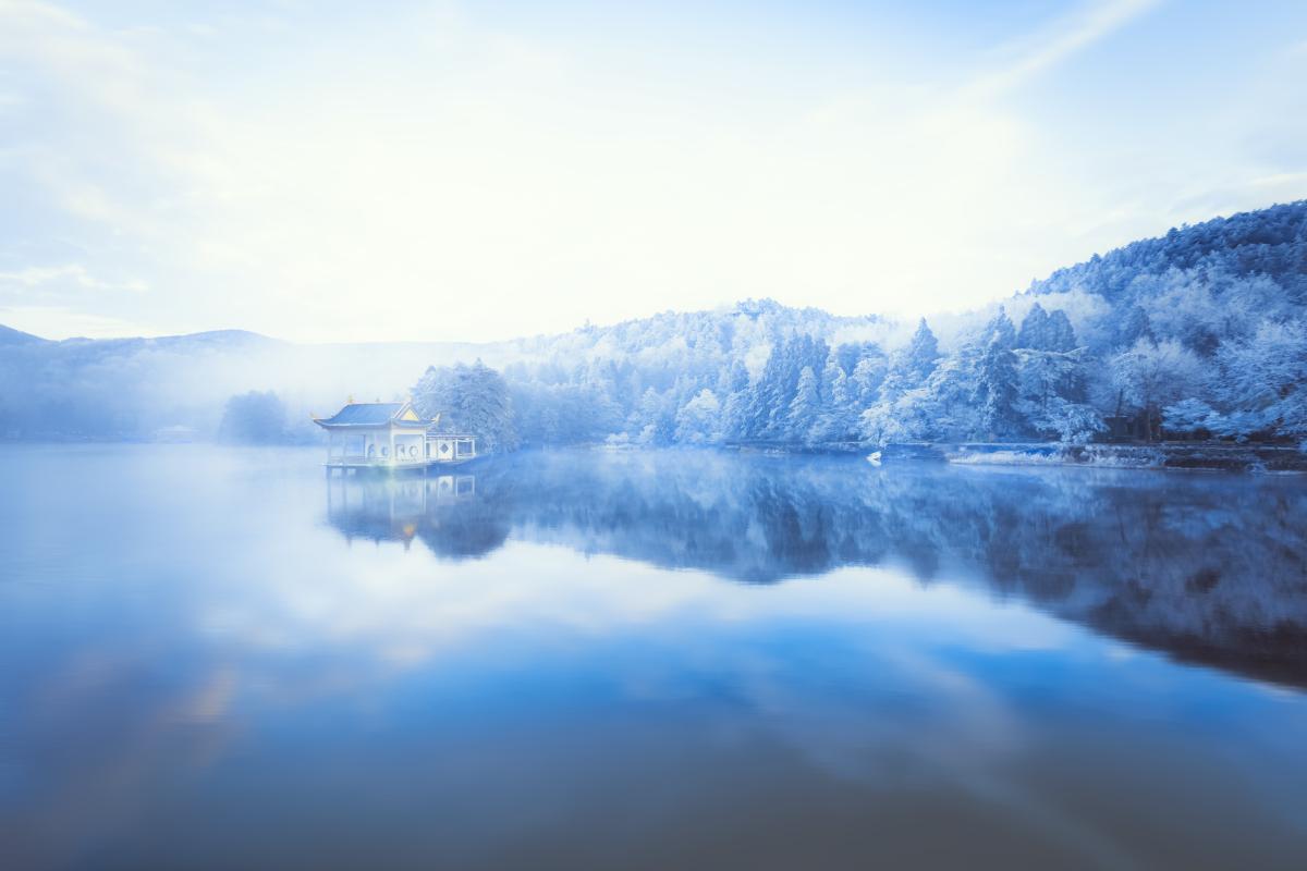 摄图网_500797526_庐山如琴湖冰雪摄影图片(企业商用).jpg